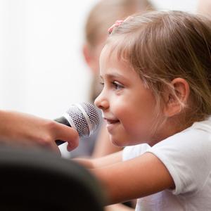 人前で話すのが得意になる!子供のコミュニケーション力を鍛える方法
