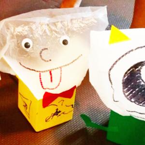 飛び出す「オバケ」のおもちゃに子供が大喜び♪《牛乳パック工作》