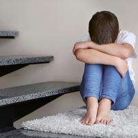 小学生の子供が「学校に行きたくない」と言ったら…どう対処すべき?
