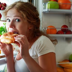 「育児ストレスで過食してしまう」そんな時の解決策とは?