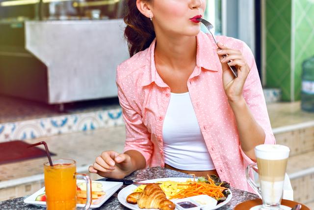 增加身體酵素吃法的重點④ 每口咀嚼30次防止暴飲暴食