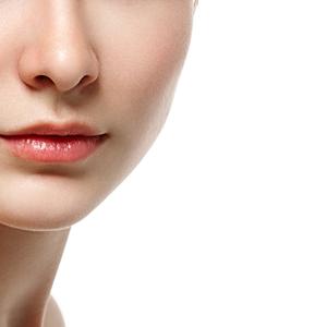 毎日のケアが大事!肌が汚く見える「イチゴ鼻」の原因と治し方