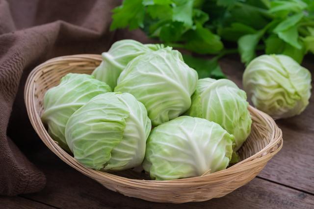 保存蔬菜的秘訣:「高麗菜」的保鮮膜,是不是就直接這樣包著它?