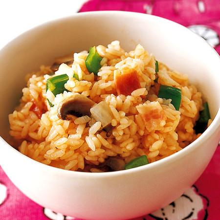 心愛早餐的疾速食譜④ 微波爐就能做的輕易蕃茄醬什錦飯!