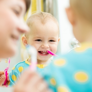 歯科医が教える《赤ちゃんの歯みがきデビュー》いつからどんな風に?