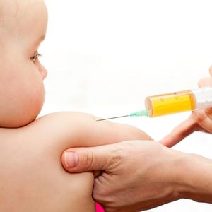 初めての予防接種!知っておきたい《副反応で熱が出た時の対処法》
