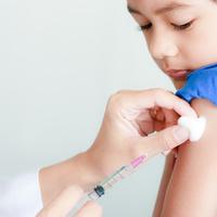 既に学級閉鎖も!子供のインフルエンザ予防接種はいつ受けるべき?