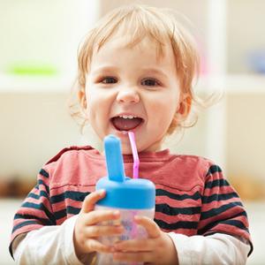 赤ちゃんのストロー飲み練習なら「リッチェル」が一番!