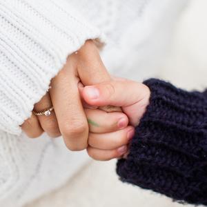 「ママのおてて、ガサガサ…」9割以上のママが悩む手荒れの原因とは