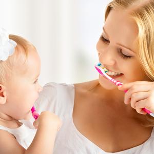 """赤ちゃんのお口の健康を守る!""""仕上げ磨き""""を上手にする方法とは?"""