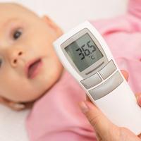 「熱はないけれど心配…」赤ちゃんを病院に連れていくべきタイミング