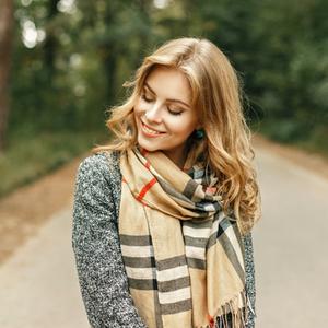 大人ニキビの原因に?マフラーやコートの襟による肌荒れを防ぐ方法